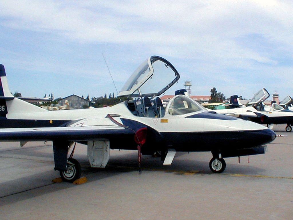 FRA: Photos avions d'entrainement et anti insurrection Clipbo14