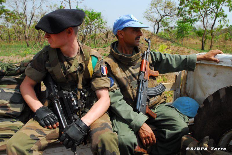 Les F.A.R et le maintien de la paix au monde Lors_d10
