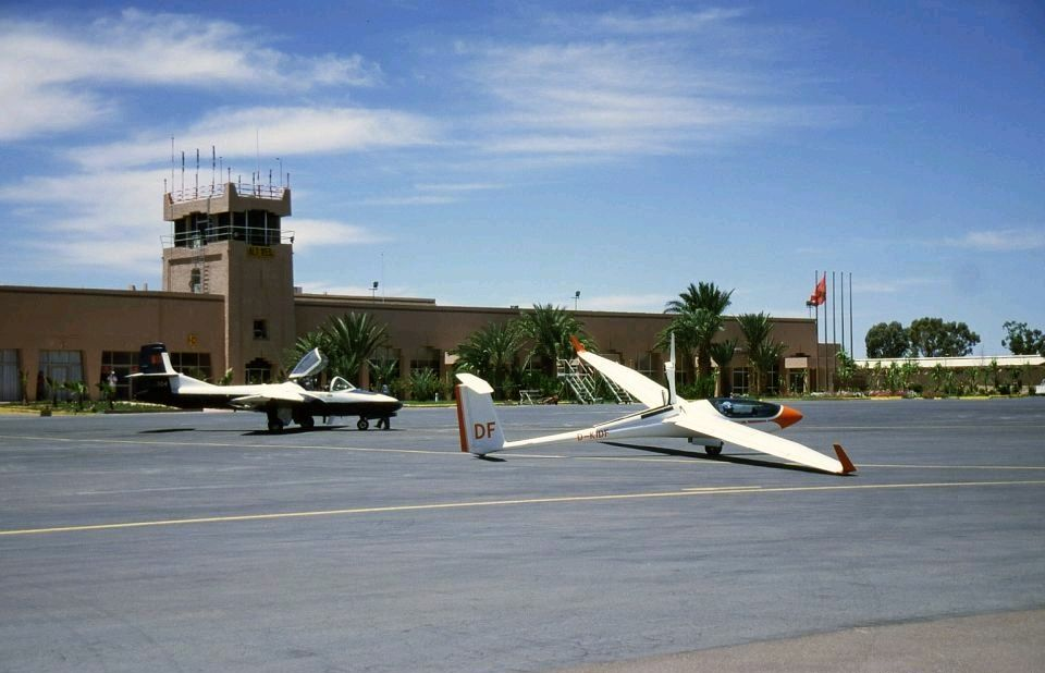 FRA: Photos avions d'entrainement et anti insurrection T-3710