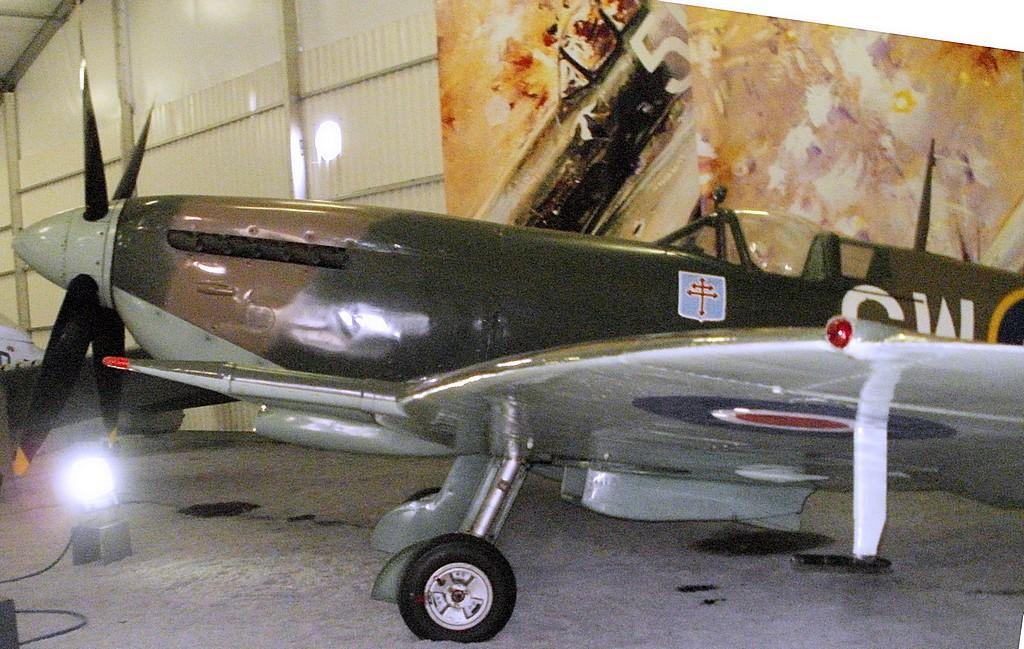 Supermarine Spitfire Mk. XIV de Jean MARIDOR 1944 - Page 2 P1312013