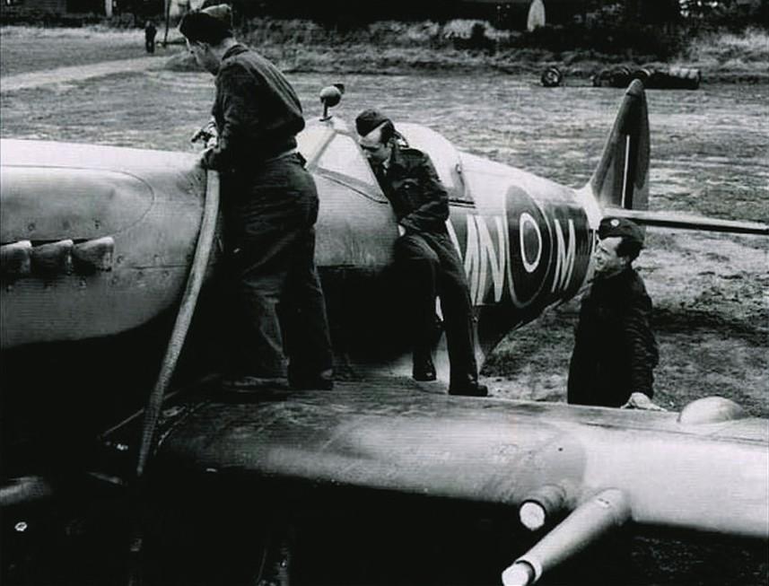 Supermarine Spitfire Mk. XIV de Jean MARIDOR 1944 Skan2210