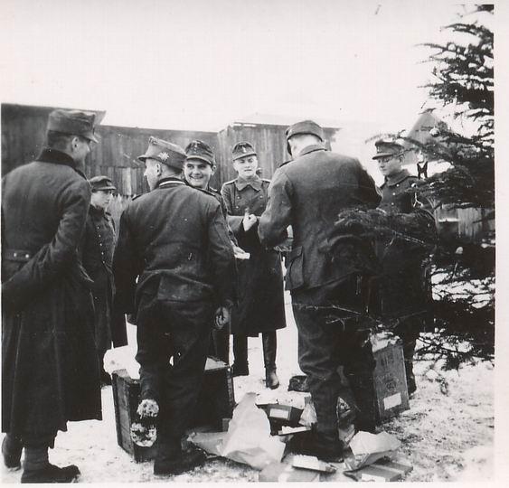 Nazi Christmas !!! 36_13110