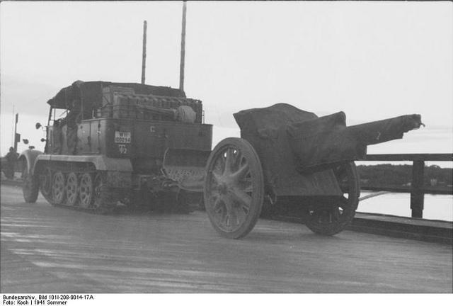 10.5 cm leichte FeldHaubitze 18 56704010