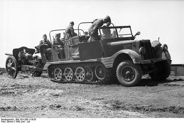 10.5 cm leichte FeldHaubitze 18 57674610
