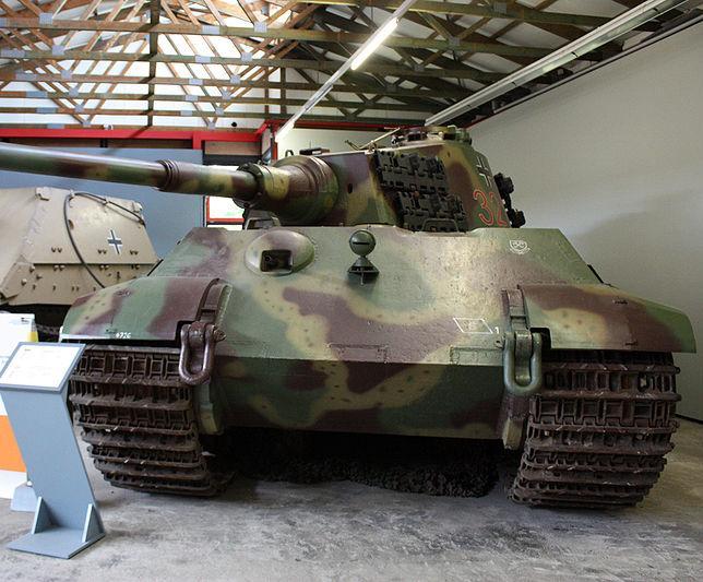 Tiger II  - Munster Museum - DE 800px-18