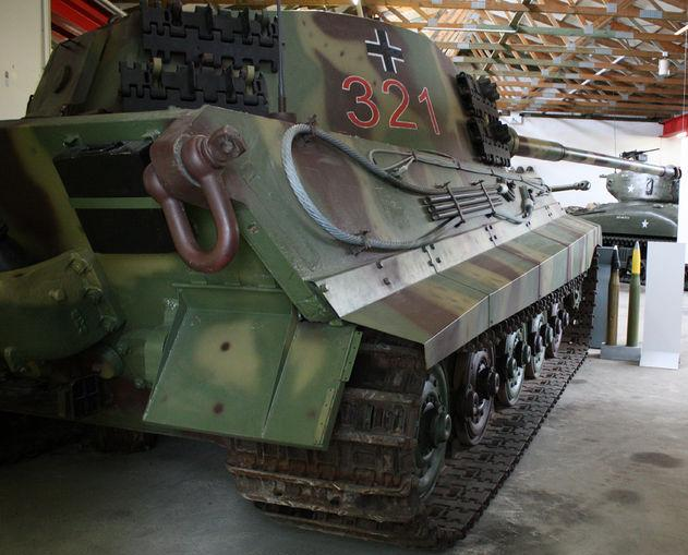 Tiger II  - Munster Museum - DE 800px-20