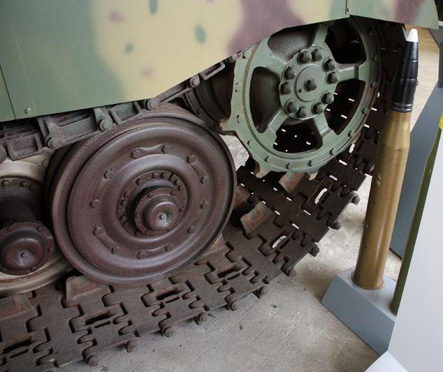 Tiger II  - Munster Museum - DE 800px-21