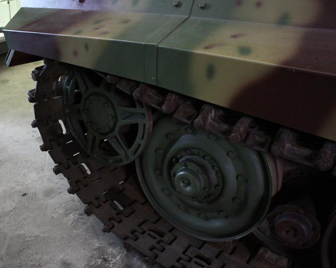 Tiger II  - Munster Museum - DE 800px-22