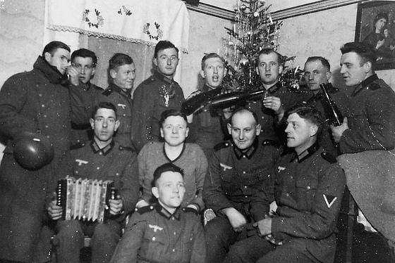 Nazi Christmas !!! 96469210