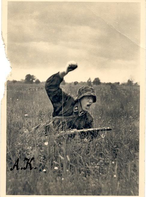 EMP-35 (ErMa Maschinenpistol 1935) Atakah10