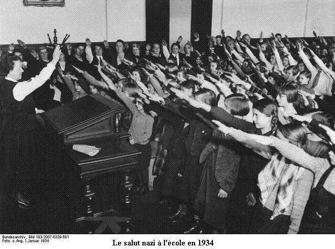 Le Salut Fasciste Bundes53