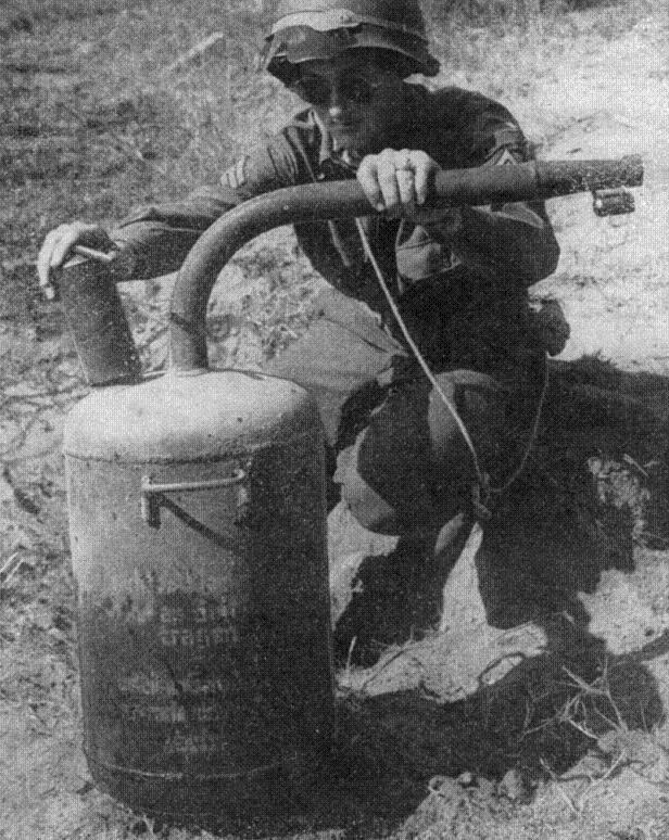 Abwehrflammenwerfer 42 German10