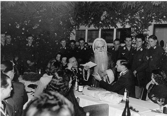 Nazi Christmas !!! Index_10