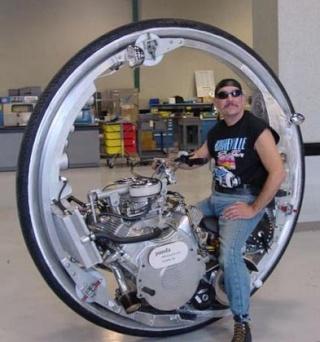 No limit à l'imagination pour les motos, Humour of course! - Page 3 Mclean10