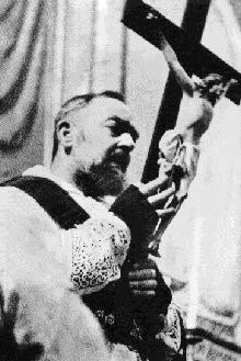 ntxwj nyoog mus daws txhaum ntawm Padre Pio Saint_13
