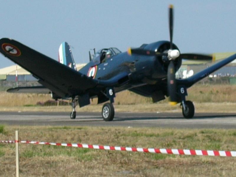 """""""L'avion aux ailes tordue...""""* Corsai12"""