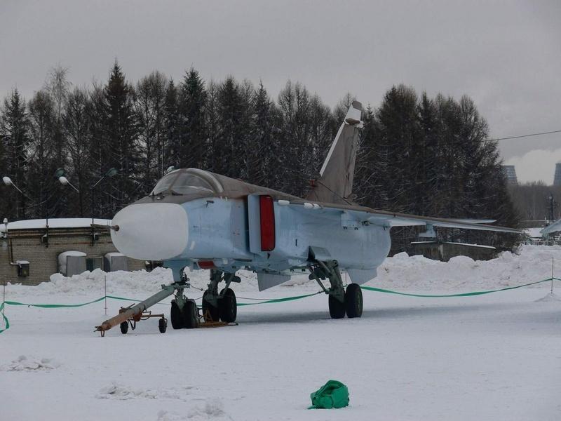 الطائرة المقاتلة المتعددة المهام السو-24  (SU – 24 (Sukhoi Algeri10