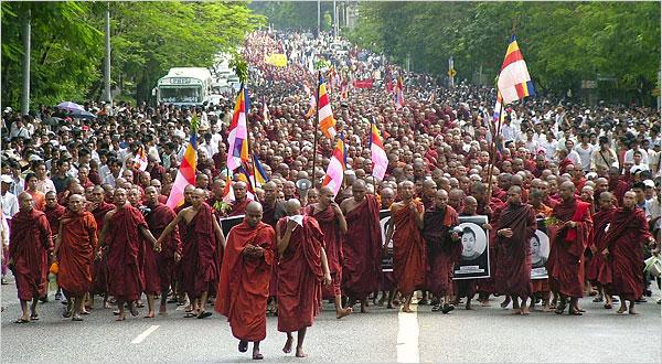 MYANMAR • La junte ne fait confiance qu'aux astres ! 25myan10