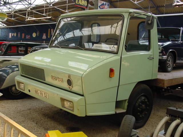 Les véhicules publicitaires paradent au musée de l'auto 05910