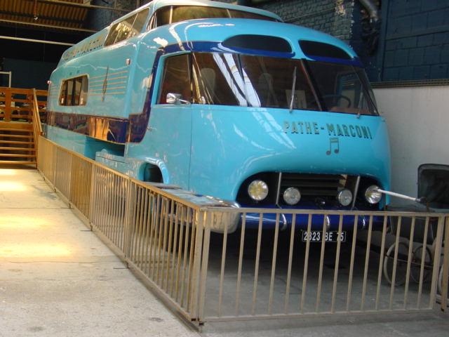 Les véhicules publicitaires paradent au musée de l'auto 07510