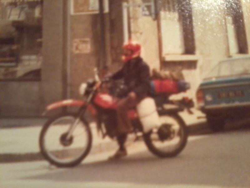 jeune, souvent sans le sou , mais avec ..... une moto !!!! Photo110
