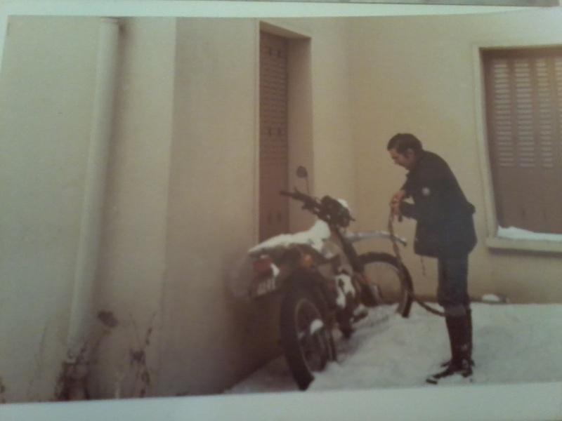 jeune, souvent sans le sou , mais avec ..... une moto !!!! Photo112