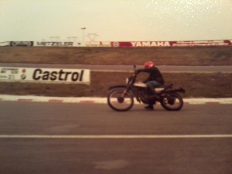 jeune, souvent sans le sou , mais avec ..... une moto !!!! Photo118