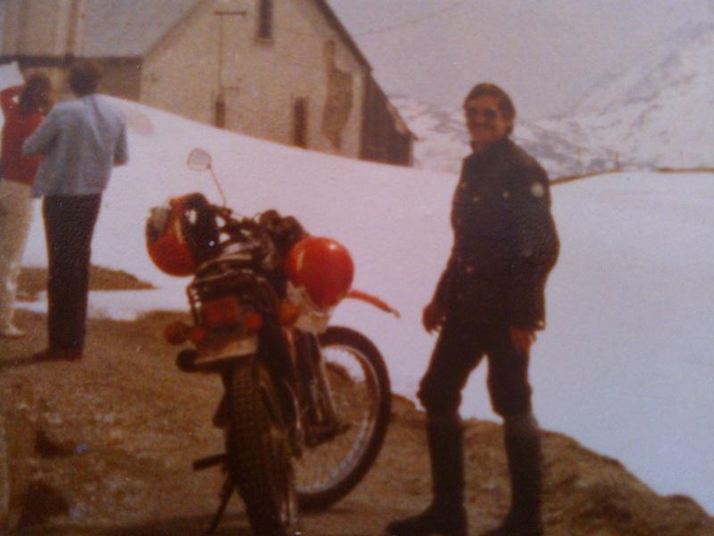 jeune, souvent sans le sou , mais avec ..... une moto !!!! Wp_00017