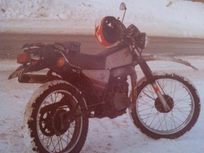 jeune, souvent sans le sou , mais avec ..... une moto !!!! Wp_00018