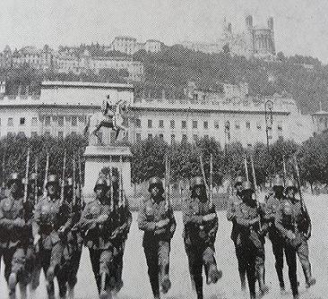 Recherche tout témoignage sur le 2ème guerre mondiale. Lyon_112