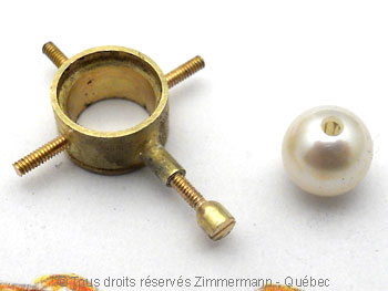 Une tanzanite superbe et quatre perles Akoya Peofp117