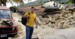 Un român, printre ruinele din Haiti Haiti10