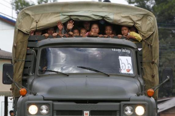 Hmoob Thoj Nam Dej Dawb raug xa rov qab tag nrho, peb thov ntuj pab rau lawv. Hmongd14