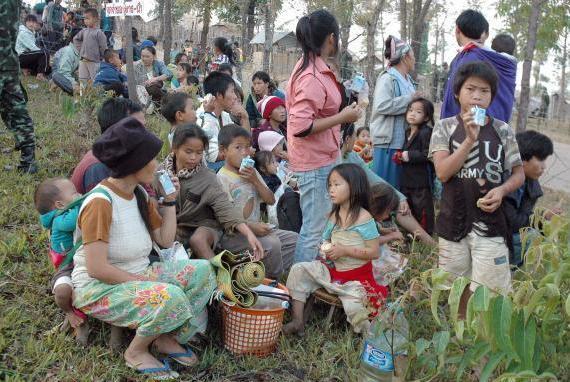 Hmoob Thoj Nam Dej Dawb raug xa rov qab tag nrho, peb thov ntuj pab rau lawv. Hmongd18