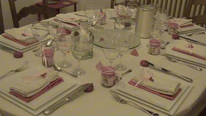 Bien décorer sa table de Noël Table_15