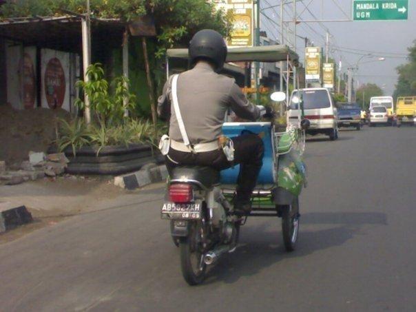 polisi PELAYAN masyarakat J10