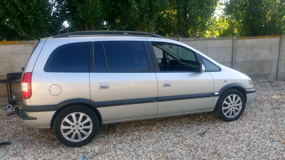 Mon Opel Zafira 38010911
