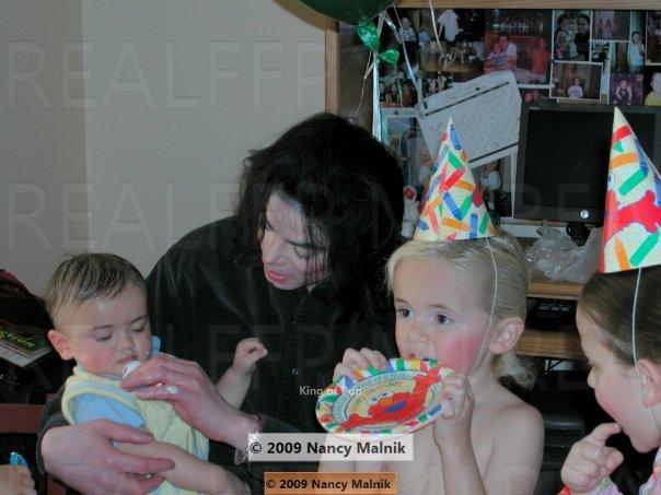Foto di Michael e i bambini - Pagina 11 2rz2rt10
