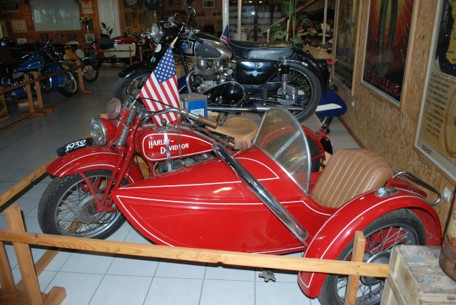 Quelques photos de motos du musée Baster à RIOM 20110913