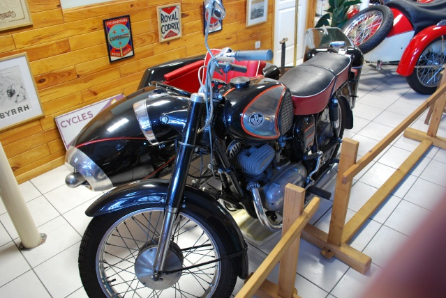Quelques photos de motos du musée Baster à RIOM 20110921