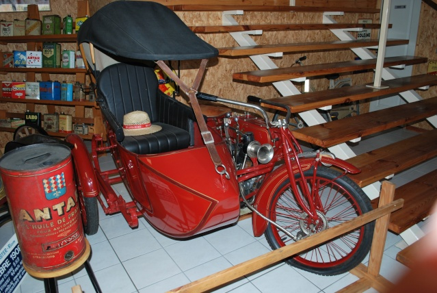 Quelques photos de motos du musée Baster à RIOM 20110922
