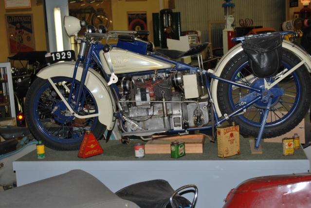 Quelques photos de motos du musée Baster à RIOM 20110934