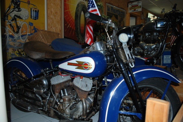 Quelques photos de motos du musée Baster à RIOM 20110937