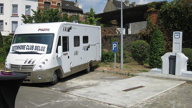 Bruxelles - Molenbeek - Aire stationnement et de services Molenb12