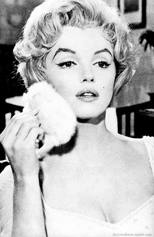 Marilyn Monroe - Page 6 Dipsvv10