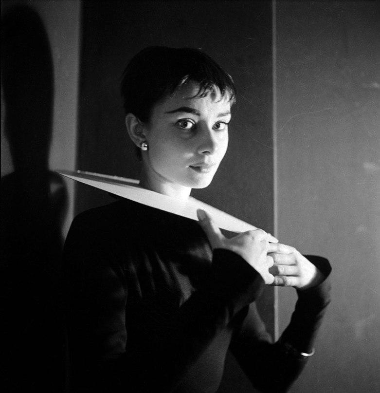 Audrey Hepburn  O_thwy10
