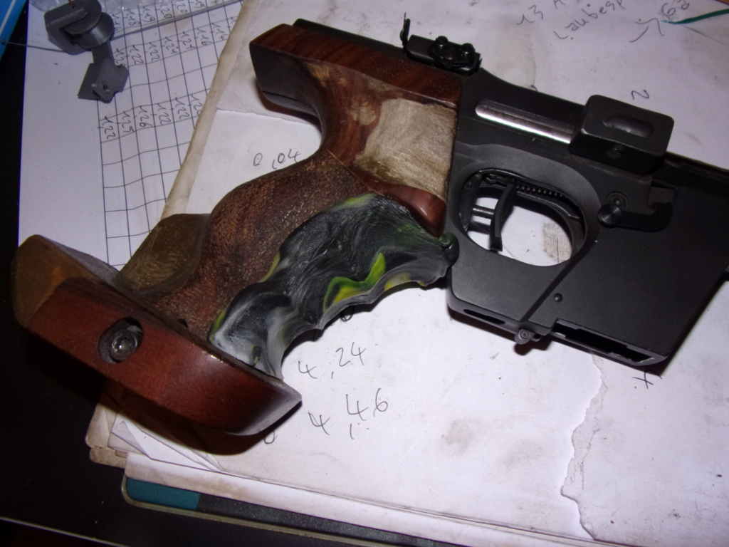Cette crosse pistolet est-elle réglementaire pour le 10 m? 106_0313
