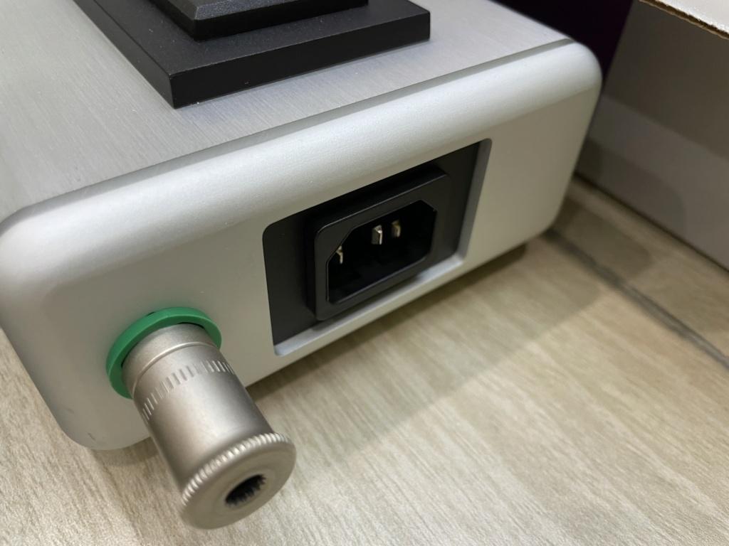 Nordost Qbase QB8 MkII AC Distribution US Plug with SR main fuse Img_6928