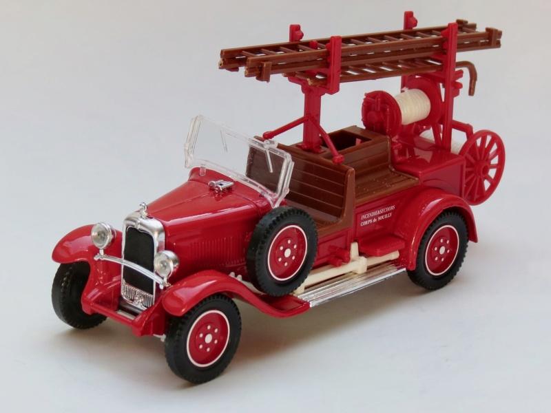 2000 à 2007 > HACHETTE > Les véhicules de sapeurs pompiers et leur univers 1931_c12