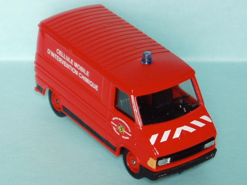 2000 à 2007 > HACHETTE > Les véhicules de sapeurs pompiers et leur univers 1986_c12